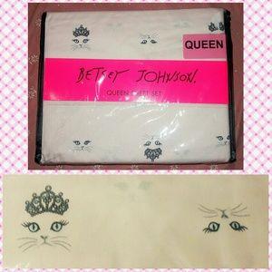 Betsey Johnson Kitty Microfiber Queen Sheet Set